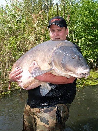 Carpe miroir 36 300 kilos gravi re priv e en allemagne for Recherche carpe