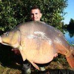 Pierre Meyer capture la carpe record de CarpaSens : Anny 30,3 kilos