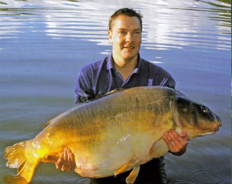 Carpe miroir 39,520 Kgs - Lac de curtons (Rainbow Lake) -  Lac privé - Gary Hague 1