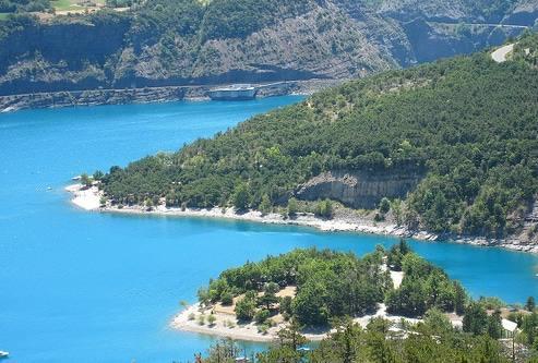 Lac Serre Poncon : Le lac de serre ponçon dans les hautes alpes et alpes de haute