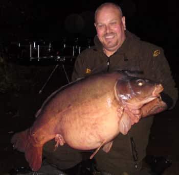 Carpe miroir 34,100 Kgs – Lac Laroussi – Lac privé – Carpiste Anglais Troy McLean 1