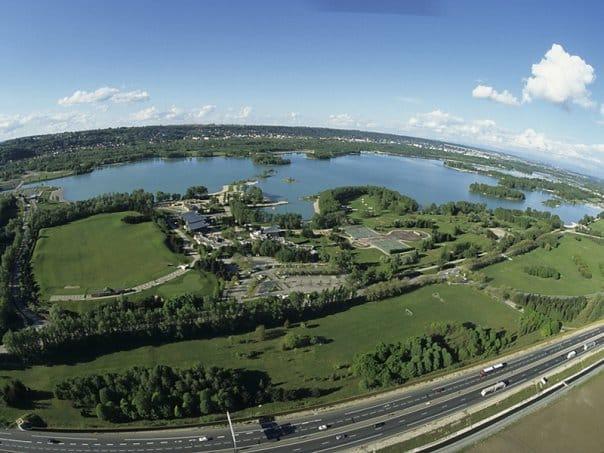 Vue aérienne du lac des Eaux Bleues - Miribel Jonage