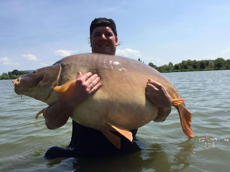 Nouveau record du monde : Carpe miroir de 47,6 kgs 1