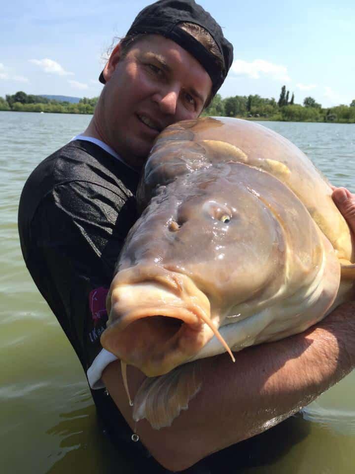 Nouveau record du monde : Carpe miroir de 47,6 kgs 2