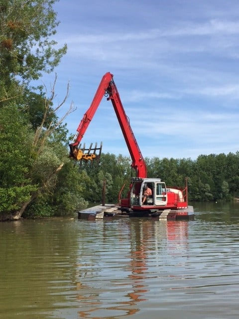 Ratissage et enlèvement des encombrants du lac du Grand Fontenay