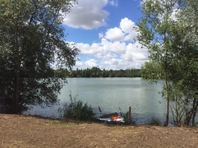 Vue d'une partie du grand bassin du lac du Grand Fontenay