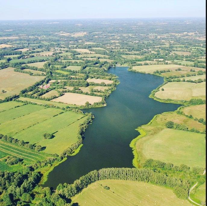Vue aérienne du lac de Villedon