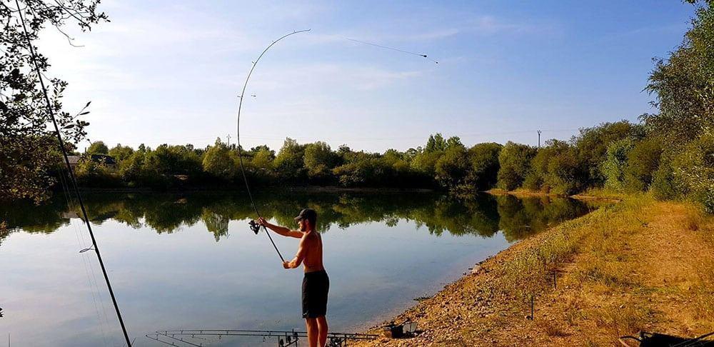 Poste de pêche typique de Carpa Trophy