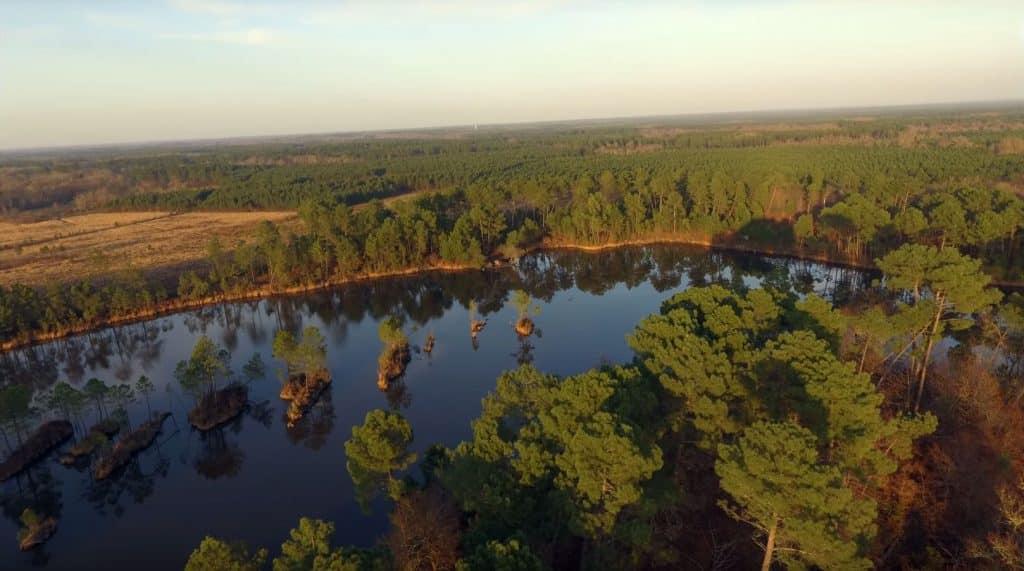 Vue aérienne du lac de Curton - Rainbow lake