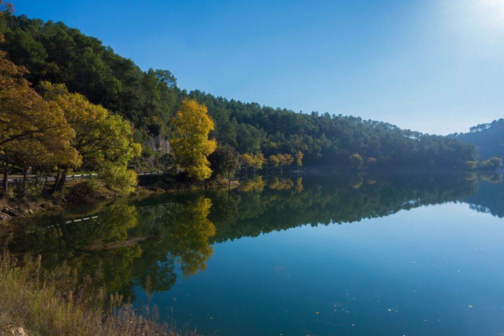 Automne sur le lac de barrage de Carcès