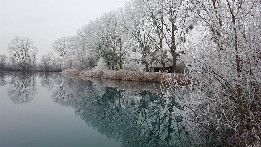 Vue sur le lac de Graviers en plein hivers