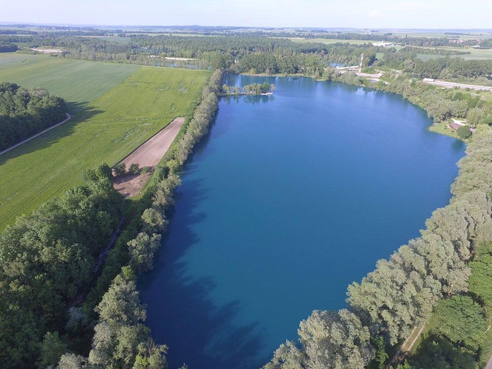 Vue aérienne sur le lac de Graviers à Dijon
