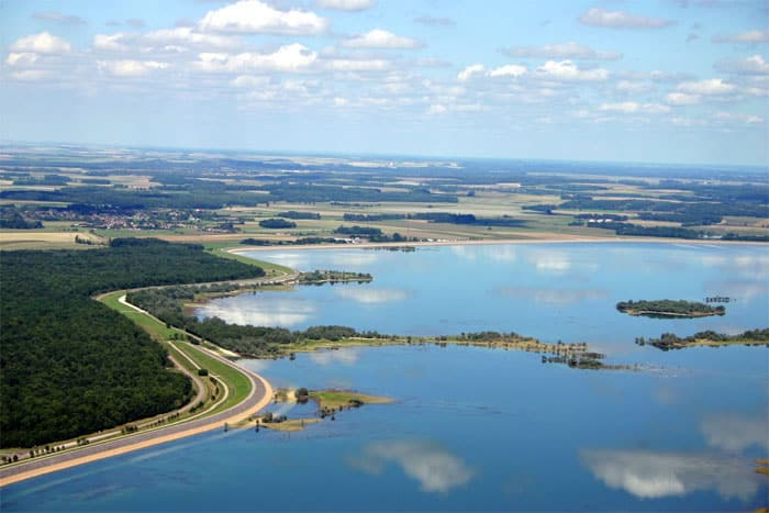 Vue aérienne du lac du d'Auzon-Temple