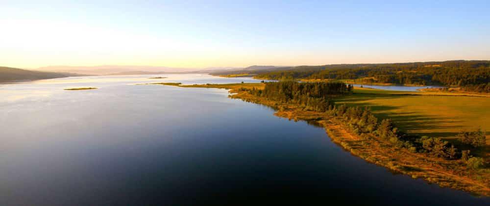 Vue aérienne du lac de Naussac