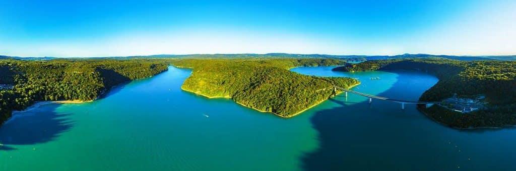 Vue aérienne sur le Lac de Vouglans