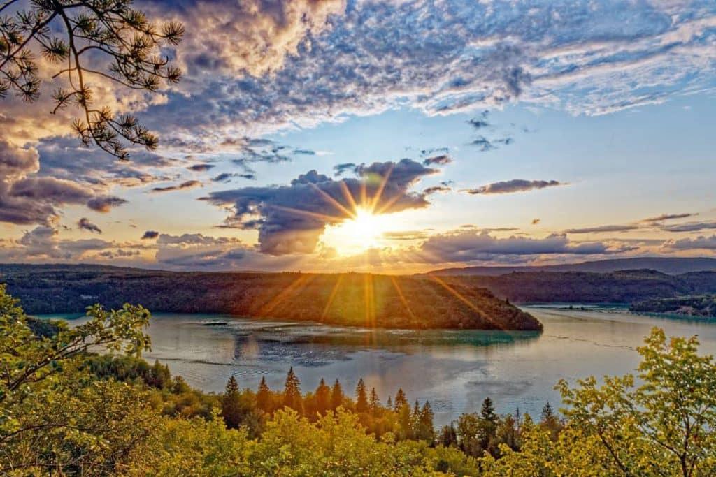 Couché de soleil sur le Lac de Vouglans