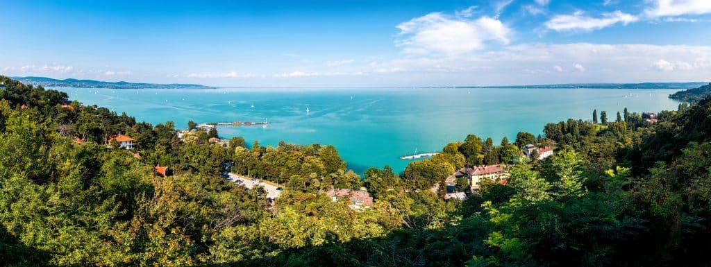 Vue aérienne sur le lac de Balaton