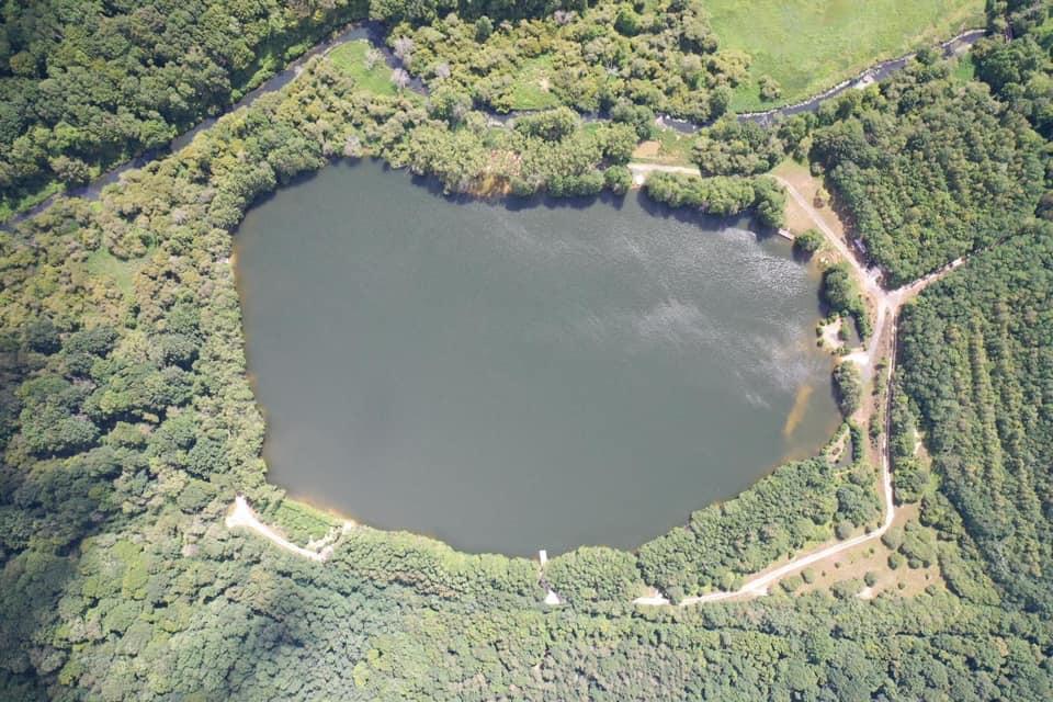 Vue aérienne sur l'étang des abysses