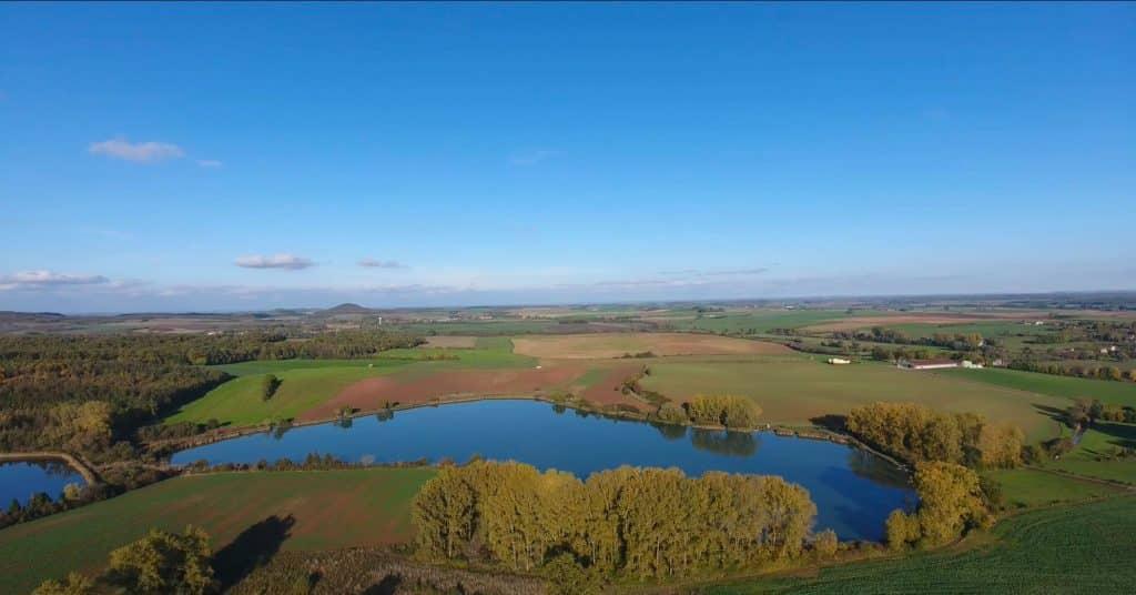 Vue aérienne sur l'étang du Moulin