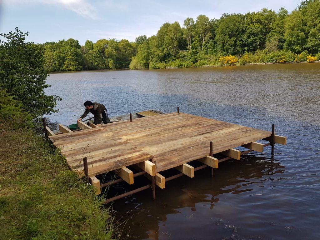 ponton d'Izy Carp Lake