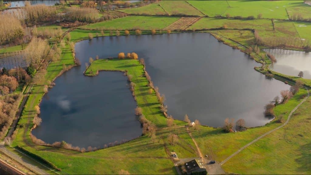 Vue aérienne Loch ness Carpe